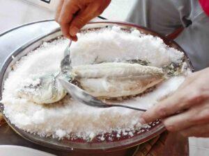 Lubina a la Sal Seabass salt coat